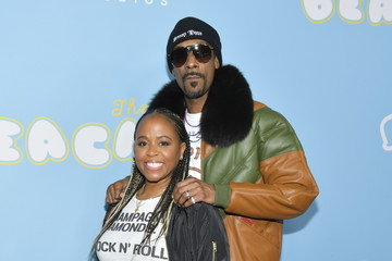 Snoop Dogg Shante Broadus Los Angeles Premiere Of Neon And Vice Studio's 'The Beach Bum' - Arrivals