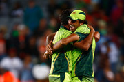 Mohammad Irfan of Pakistan (R) hugs Wahab Riaz (L) after taking the last wicket to win the match during the 2015 ICC Cricket World Cup match between South Africa and Pakistan at Eden Park on March 7, 2015 in Auckland, New Zealand.