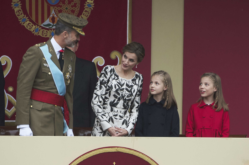 http://www2.pictures.zimbio.com/gi/Spanish+Royals+Attend+National+Day+Military+Og3h1-2KRhtx.jpg