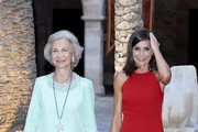 Queen Letizia of Spain (R) and Queen Sofia (L) host a dinner for authorities at the Almudaina Palace on August 07, 2019 in Palma de Mallorca, Spain.