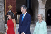 King Felipe VI of Spain (C), Queen Letizia of Spain (L) and Queen Sofia (R) host a dinner for authorities at the Almudaina Palace on August 07, 2019 in Palma de Mallorca, Spain.