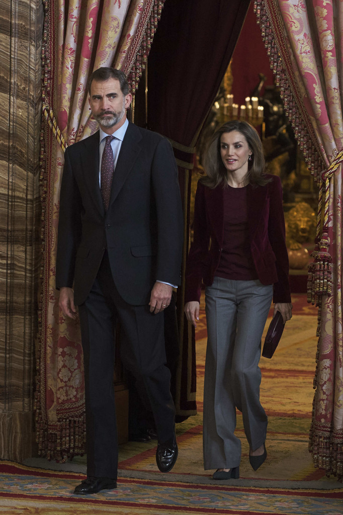 Queen Letizia of Spain Photos Photos - Spanish Royals Meet ...
