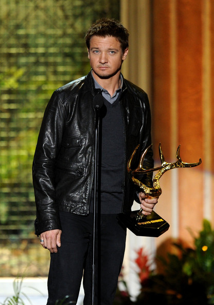 "Actor Jeremy Renner presents the Most Man-Ticipated Movie award onstage during Spike TV's 5th annual 2011 ""Guys Choice"" Awards at Sony Pictures Studios on June 4, 2011 in Culver City, California."