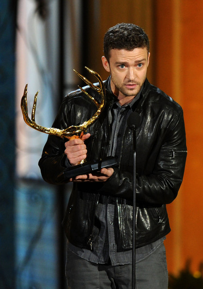 "Actor Justin Timberlake presents an award onstage during Spike TV's 5th annual 2011 ""Guys Choice"" Awards at Sony Pictures Studios on June 4, 2011 in Culver City, California."