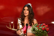 "Actress Sandra Bullock accepts the Decade of Hotness award onstage during Spike TV's ""Guys Choice 2014"" at Sony Pictures Studios on June 7, 2014 in Culver City, California."