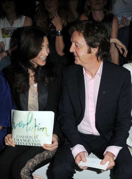 Nancy+Shevell in Stella McCartney - Paris Fashion Week Spring/Summer 2010
