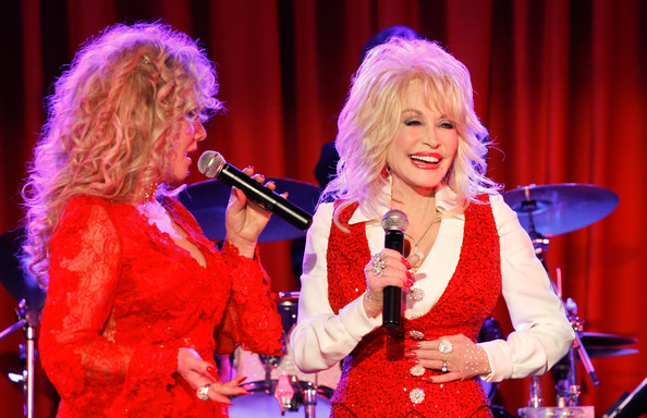 Dolly Parton - Page 7 Stella+Parton+Red+Tent+Women+Conference+2014+o6N2Bh_Dgbgl