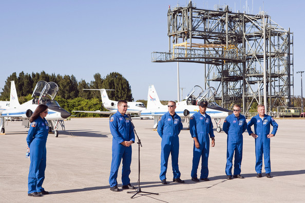 Discovery Astronauts Arrive Ahead Of Shuttle Launch