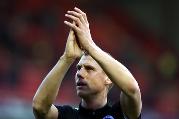 Steve Sidwell Barnsley v Brighton & Hove Albion - Sky Bet Championship