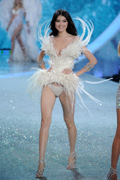 8f587167455 Sui He Photos Photos - The Victoria s Secret Fashion Show - Zimbio