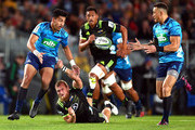 Rieko Ioane of the Blues off loads the ball to Sonny Bill Williams during the round 12 Super Rugby match between the Blues and the Hurricanes at Eden Park on May 11, 2018 in Auckland, New Zealand.