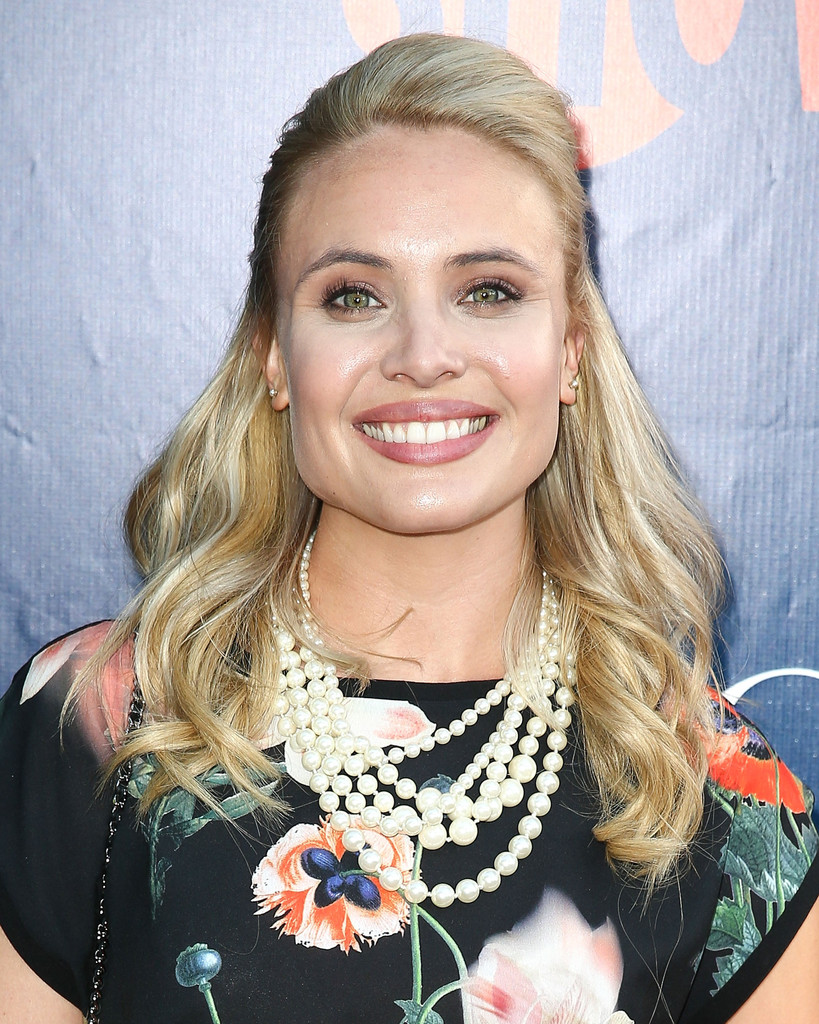 leah pipes - photo #24
