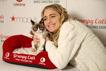 Tabatha Bundesen Lifetime's Grumpy Cat's Worst Christmas Ever