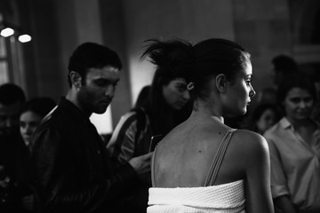 Taylor Marie Hill Atelier Versace : Backstage - Paris Fashion Week - Haute Couture Fall/Winter 2016-2017