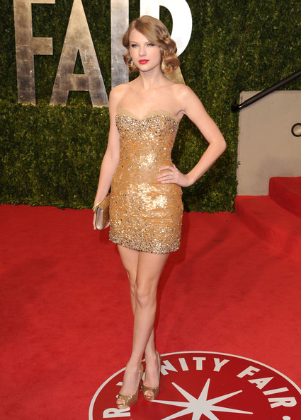 Taylor Swift Singer Taylor Swift arrives at the Vanity Fair Oscar party hosted by Graydon Carter held at Sunset Tower on February 27, 2011 in West Hollywood, California.