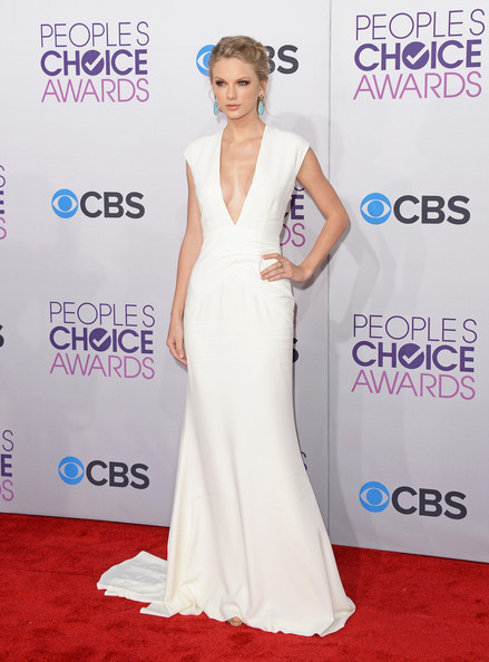 Taylor Swift - 39th Annual People's Choice Awards - Arrivals