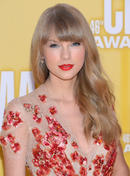 http://www2.pictures.zimbio.com/gi/Taylor+Swift+46th+Annual+CMA+Awards+Arrivals+a3RXflVwTTal.jpg