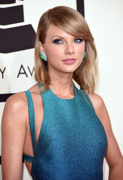 57th GRAMMY Awards - Arrivals [hair,face,hairstyle,clothing,blond,beauty,turquoise,eyebrow,shoulder,brown hair,arrivals,taylor swift,grammy awards,staples center,los angeles,california,the 57th annual grammy awards]