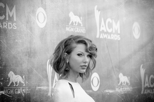 Alternative Views of the Academy of Country Music Awards [photograph,black-and-white,beauty,lady,snapshot,monochrome,monochrome photography,photography,eye,smile,taylor swift,views,nevada,las vegas,mgm grand garden arena,academy of country music awards]