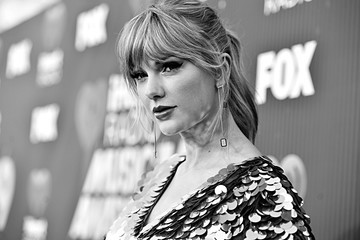Taylor Swift 2019 iHeartRadio Music Awards – Alternative View