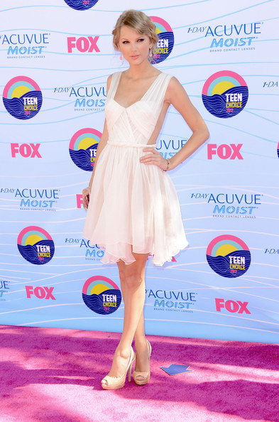 Taylor Swift - Teen Choice Awards 2012 - Arrivals