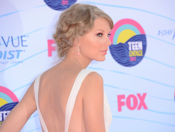 http://www2.pictures.zimbio.com/gi/Taylor+Swift+Teen+Choice+Awards+2012+Arrivals+WfNeSGZL5Zil.jpg