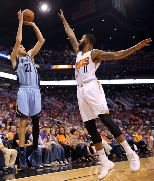 Tayshaun Prince Tayshaun Prince #21 of the Memphis Grizzlies puts up a ...