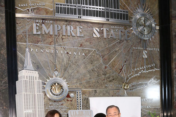 Teri Hatcher Stars Light the Empire State Building