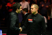 Ronnie O'Sullivan and Barry Hawkins Photos - 1 of 13 Photo