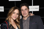 Actors Jason Biggs (R) and Jenny Mollen attend The Note Pad Powered by the Samsung Galaxy Note 4 on October 24, 2014 in Los Angeles, California.
