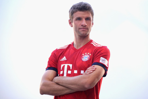 FC Bayern Muenchen And Paulaner Photo Session [sportswear,facial expression,jersey,red,player,football player,soccer player,t-shirt,arm,shoulder,niko kovac,partner,thomas mueller,photo shoot,some,germany,brewery,fc bayern muenchen,paulaner,photo session]