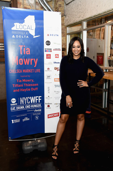 Tia mowry photos photos food network cooking channel new york food network cooking channel new york city wine food festival presented by coca forumfinder Image collections