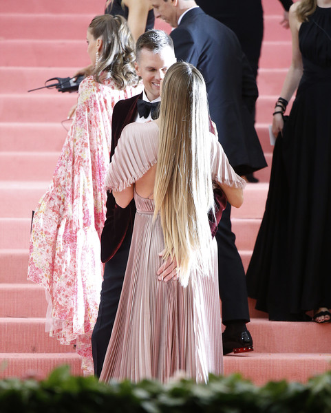 The 2019 Met Gala Celebrating Camp: Notes On Fashion - Arrivals [pink,fashion,dress,event,long hair,outerwear,ceremony,tradition,formal wear,fashion design,fashion - arrivals,gisele b\u00e31\u20444ndchen,tom brady,notes,fashion,new york city,metropolitan museum of art,met gala celebrating camp]