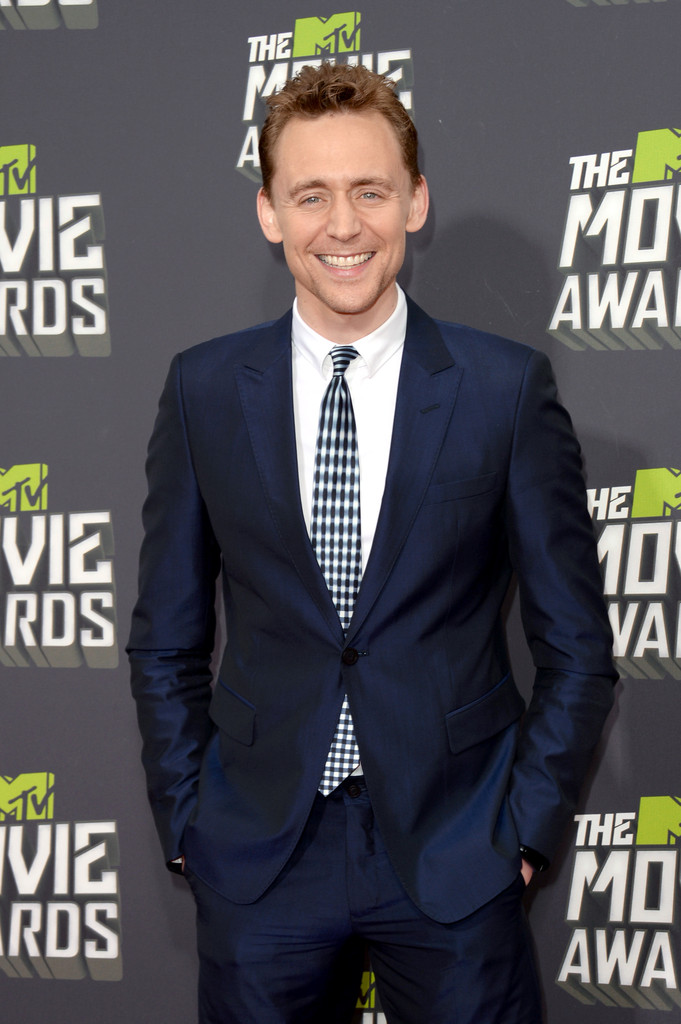 http://www2.pictures.zimbio.com/gi/Tom+Hiddleston+2013+MTV+Movie+Awards+Arrivals+JfJJep4wBhpx.jpg