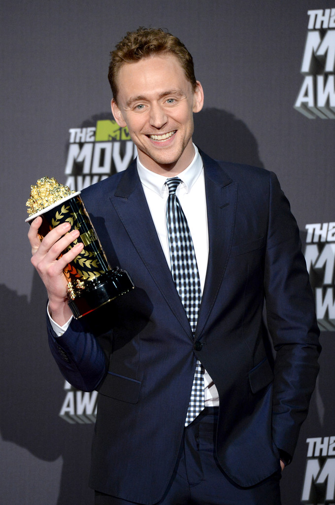 http://www2.pictures.zimbio.com/gi/Tom+Hiddleston+2013+MTV+Movie+Awards+Press+ajHeWnvq9ixx.jpg