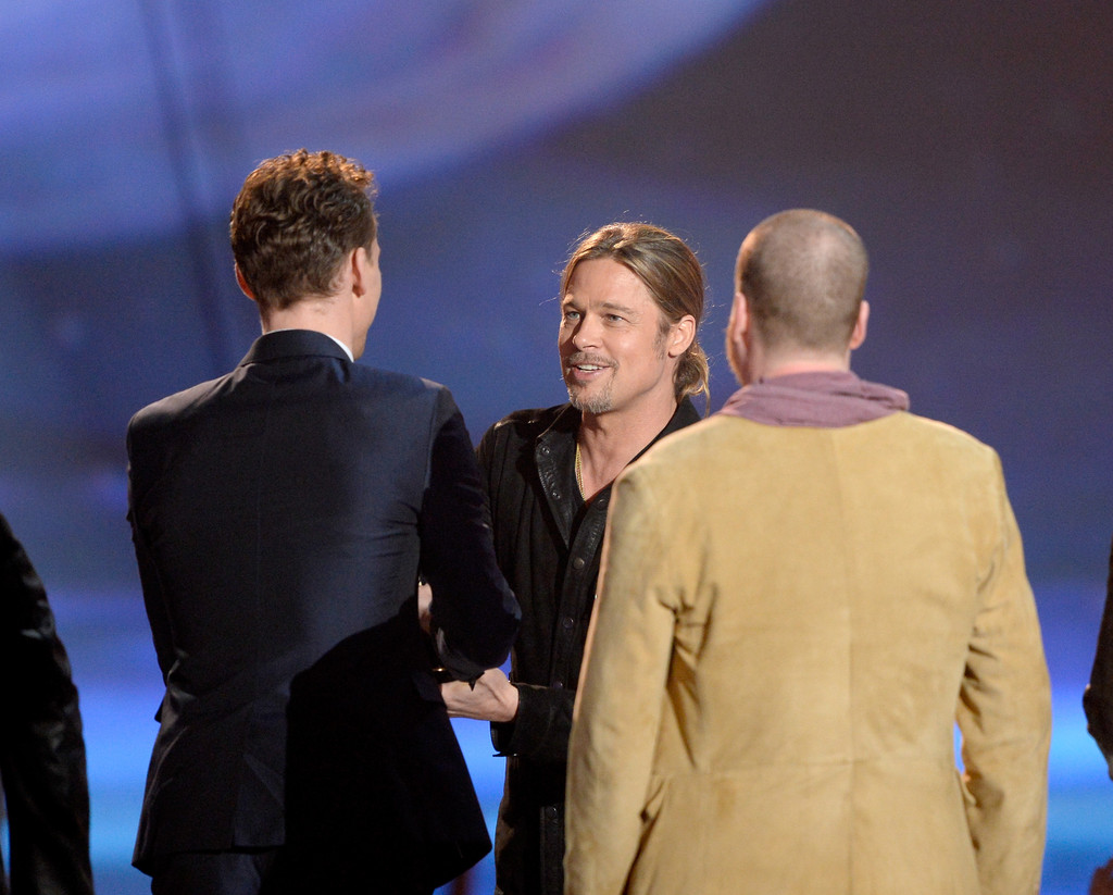 http://www2.pictures.zimbio.com/gi/Tom+Hiddleston+2013+MTV+Movie+Awards+Show+qTOCXTrwEuhx.jpg