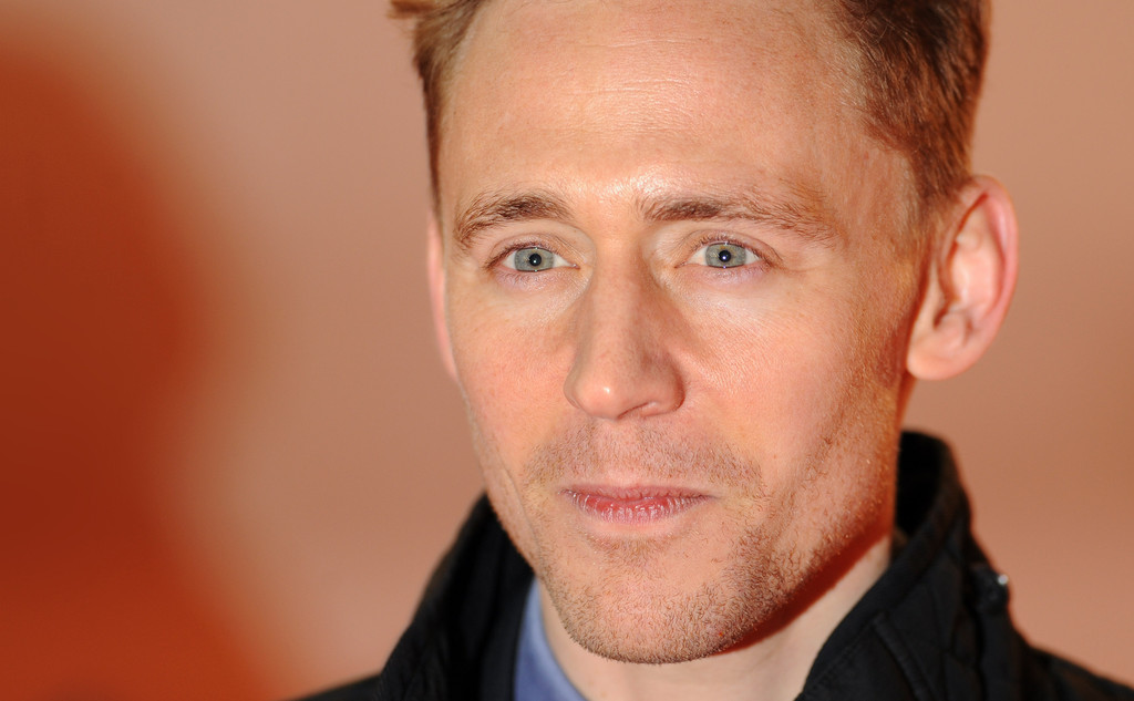 http://www2.pictures.zimbio.com/gi/Tom+Hiddleston+Celebs+Come+Out+Book+Mormon+WexcxyBh3Q2x.jpg