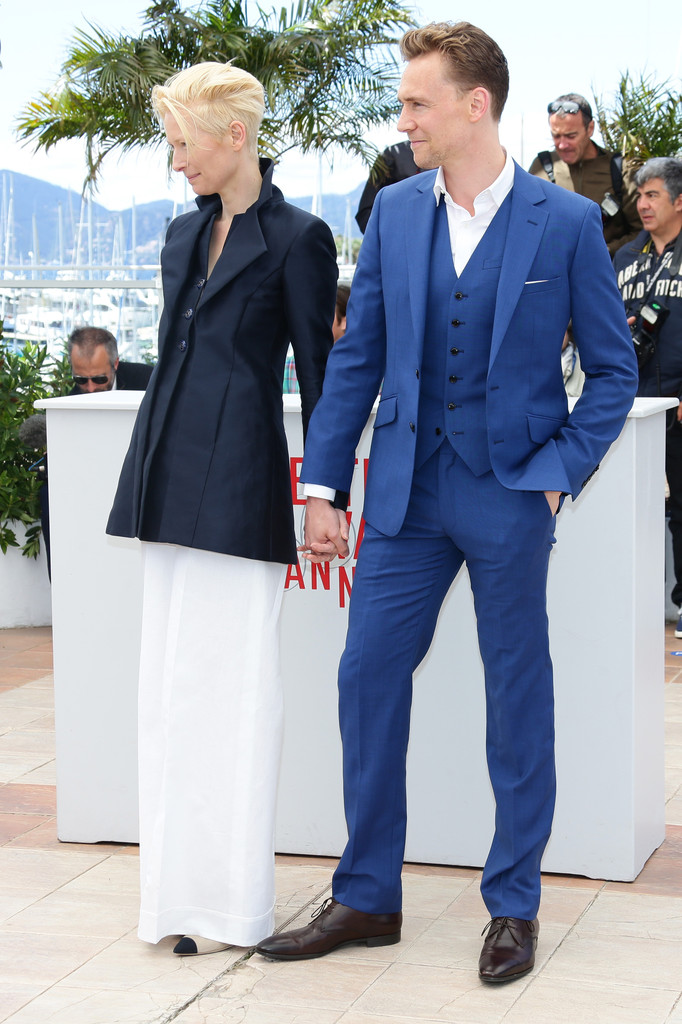 http://www2.pictures.zimbio.com/gi/Tom+Hiddleston+Only+Lovers+Left+Alive+Photo+7RaV6-ZF38Zx.jpg