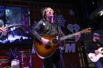 Tom Higgenson Westfield Century City Presents 'Live at the Atrium' Holiday Concert Series in Partnership with KIISFM - Plain White T's