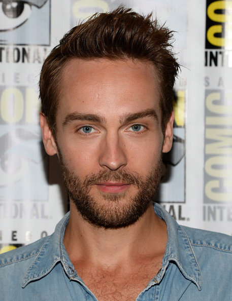 The 34-year old son of father (?) and mother(?), 185 cm tall Tom Mison in 2017 photo