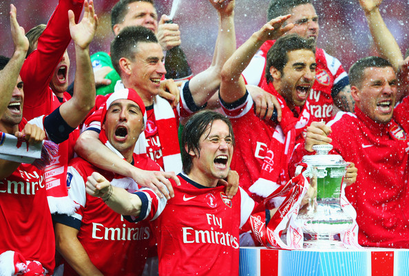 http://www2.pictures.zimbio.com/gi/Tomas+Rosicky+Arsenal+v+Hull+City+FA+Cup+Final+EP7abUmjtq6l.jpg