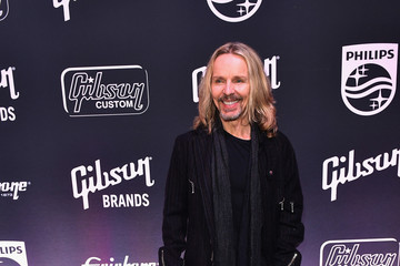 Tommy Shaw Gibson Rocks Opening of CES 2018 With Slash