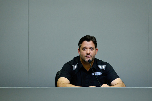 is tony stewart dating chrissy wallace