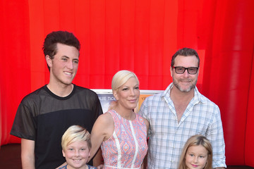 Tori Spelling Premiere of 20th Century Fox 'The Peanuts Movie' - Red Carpet