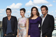 """(From L to R) Actress Jessica Biel, actor Colin Farrell, actress Kate Beckinsale and director Len Wiseman attend the Berlin to photocall for """"Total Recall"""" on the terrace of the China Club on August 13, 2012 in Berlin, Germany."""