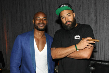 Tyson Beckford D'USSE VIP Riser + Lounge At On The Run Tour - MetLife Stadium