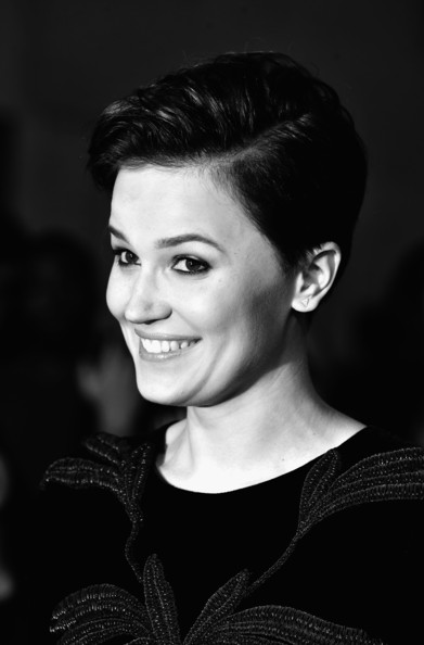 divergent veronica roth response to Free essay: the divergent series, by veronica roth, was published between 2011- 2013 the story follows the 16 year old heroine beatrice (tris) prior and her.