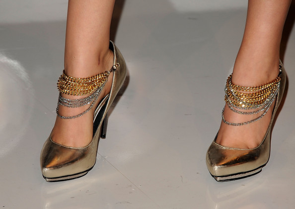 Victoria Justice Actress Victoria Justice (shoe detail) arrives at the 2011 MTV Video Music Awards at Nokia Theatre L.A. LIVE on August 28, 2011 in Los Angeles, California.