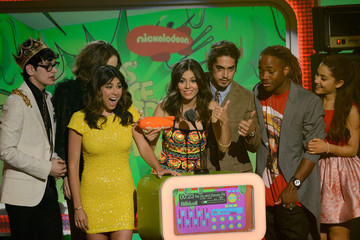 Victoria Justice Avan Jogia Nickelodeon's 26th Annual Kids' Choice Awards - Show