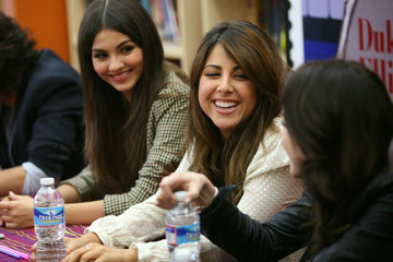Elizabeth Gilles Victoria Justice Visits Duke Ellington School Of The Arts